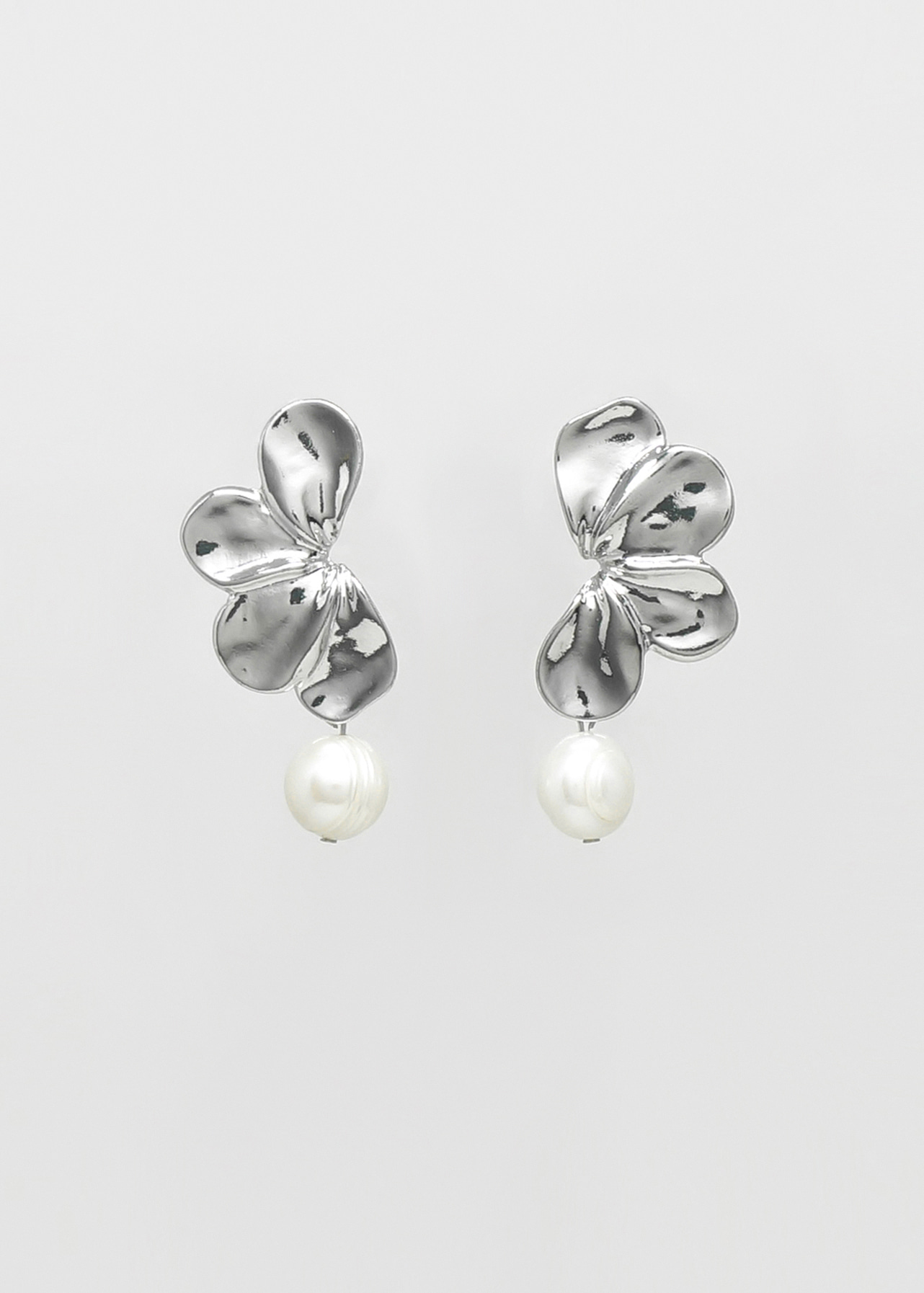 샤이니실버 담수진주 플라워이어링  Shiny Silver Flower Earring with Freshwater Pearls
